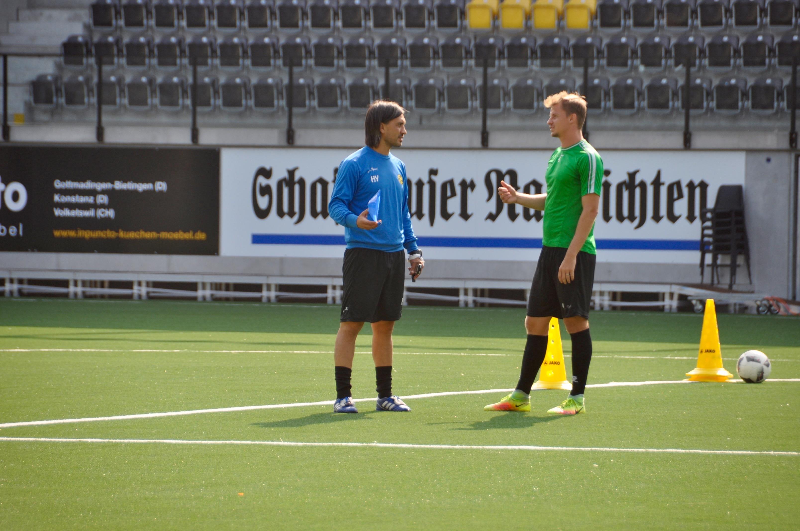 Hakan Yakin mit FCS-Captain Andre Luis Neitzke. Bild: dfk