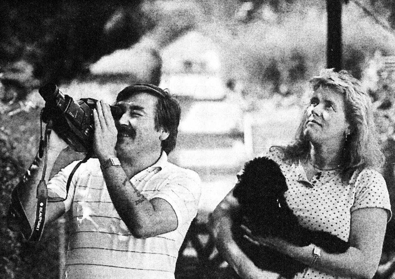 Friedrich und Hildegard Auer, die das «UFO» entdeckt und aufgenommen haben. Bild: SN Archiv