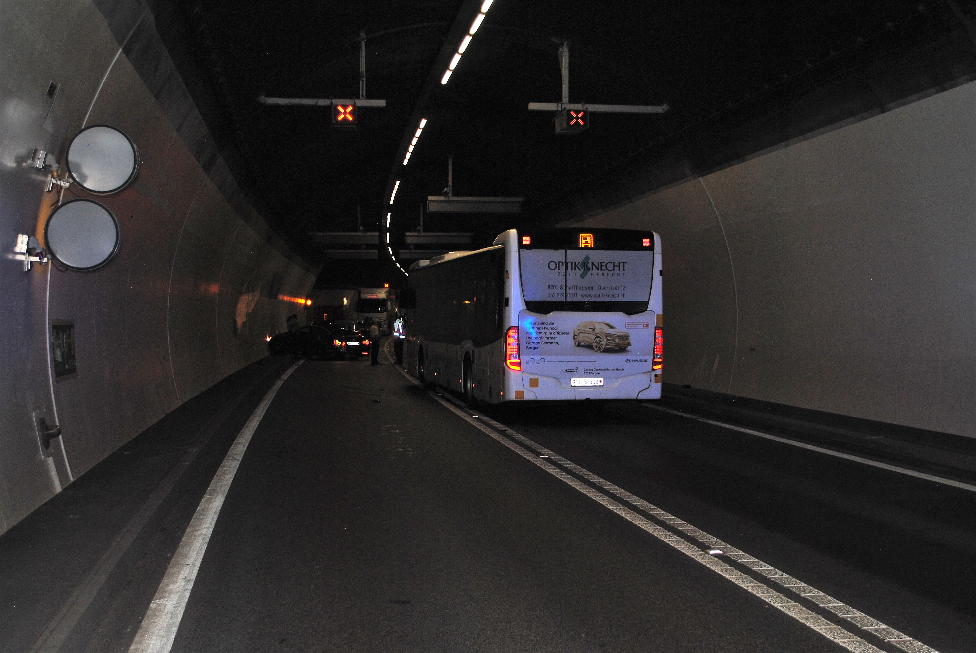 Verkehrsunfall mit mehreren Fahrzeugen im Fäsenstaubtunnel ...