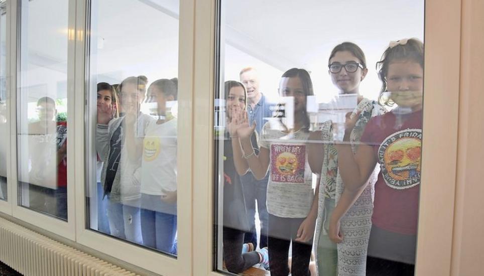 Schulhaus gemeindewiesen jetzt zieht s nicht mehr durch for Fenster zieht
